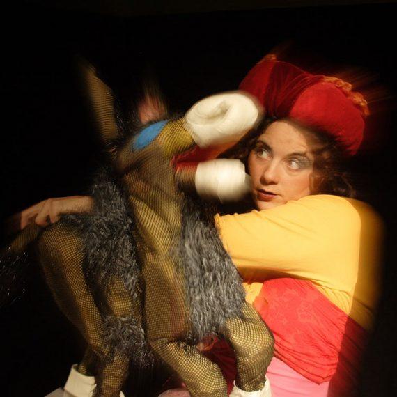 Σκηνή από την παράσταση Η Γαϊδουρώ
