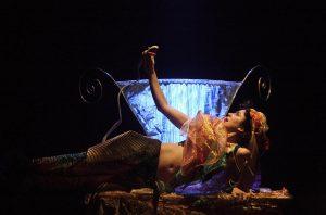 Σκηνή από την παράσταση Γοργόνα, γοργονίτσα