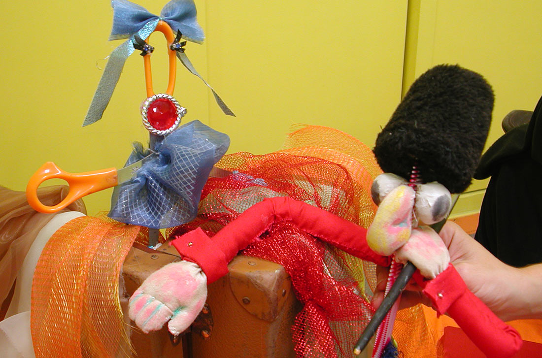 Τροποιημένα αντικείμενα για την παράσταση Κοίτα ο Άντερσεν