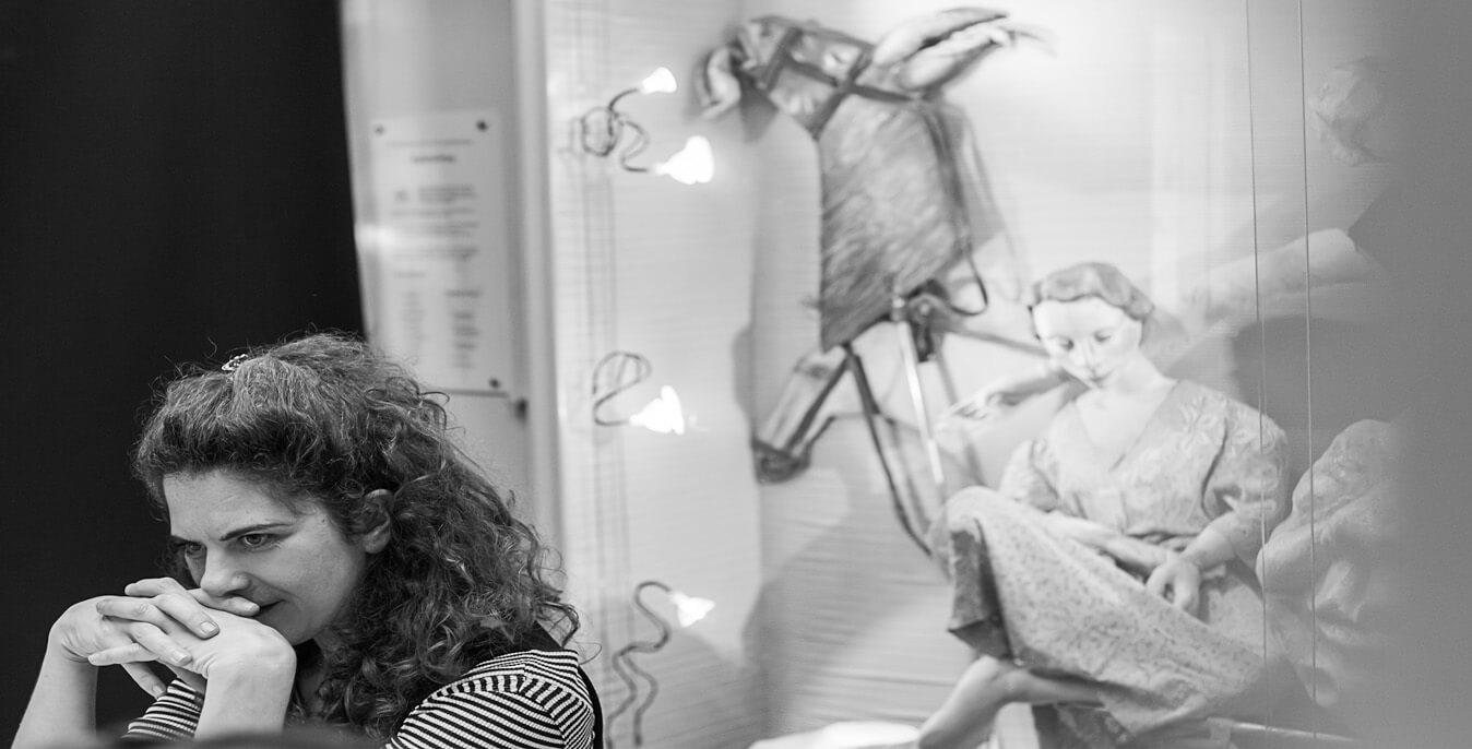 Εκπαιδεύτρια εργαστηρίου κούκλας η Εμμανουέλα Καποκάκη