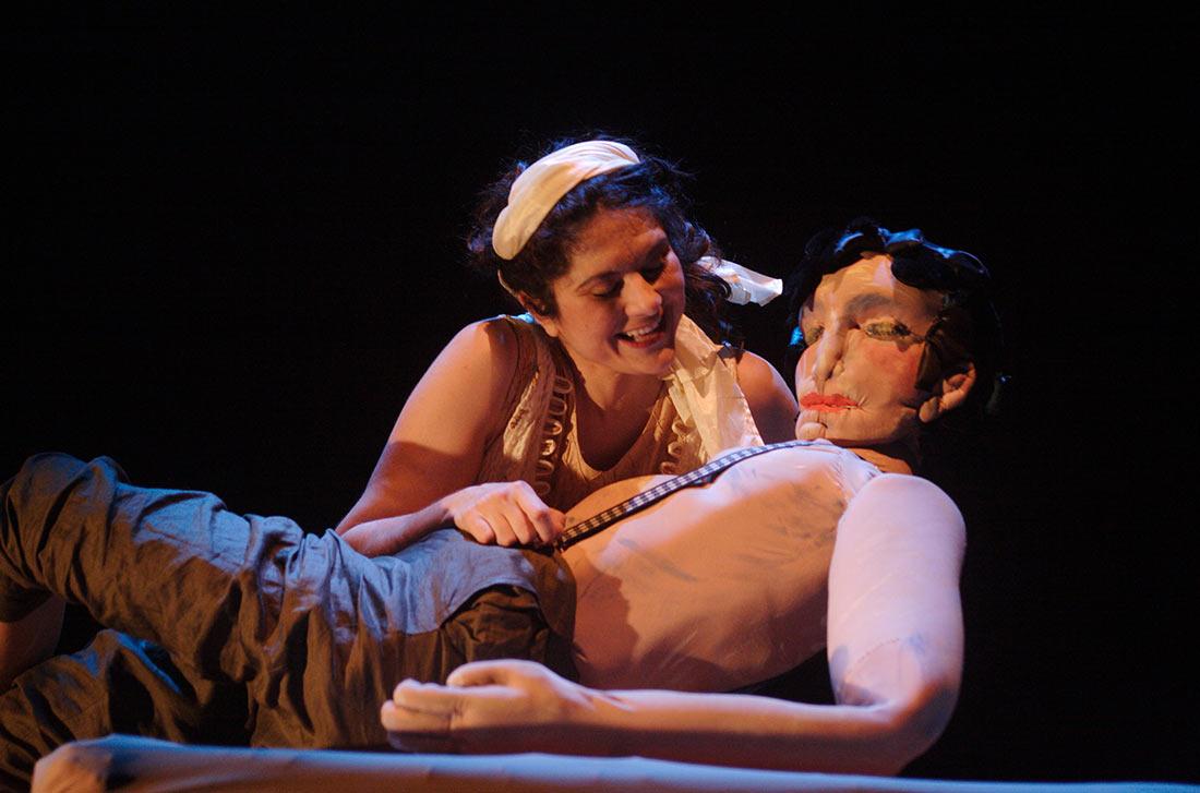 Σκηνή από την παράσταση ο Ζαχαροζυμωμένος
