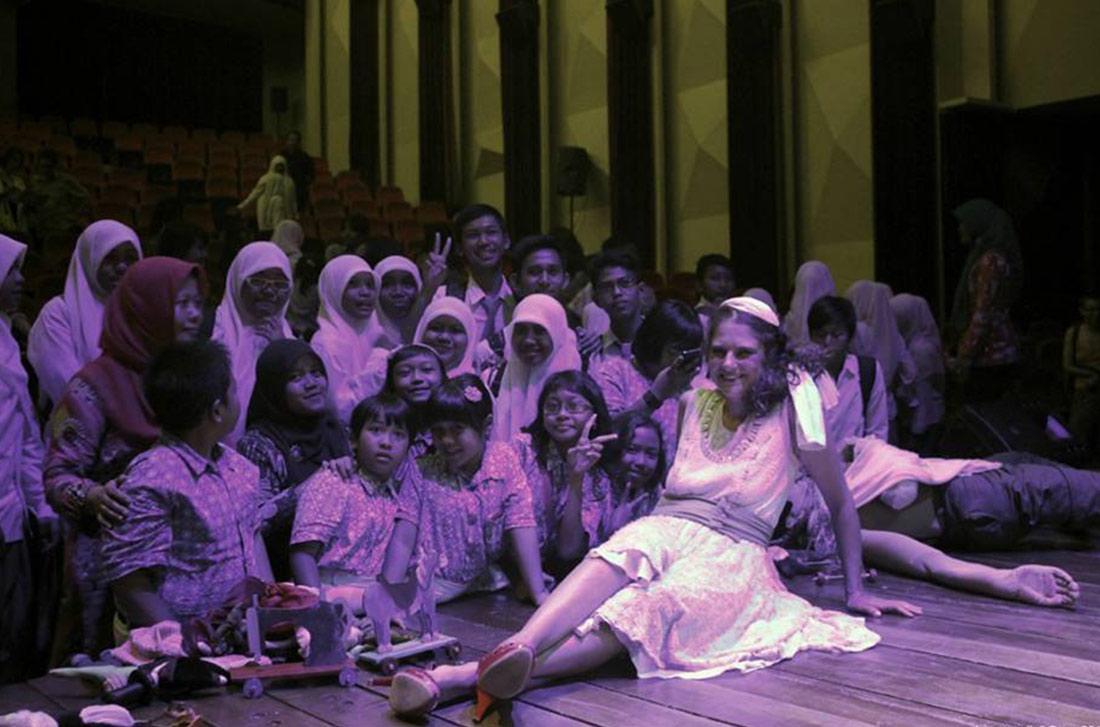 Μετά την παράσταση στην Ινδονησία