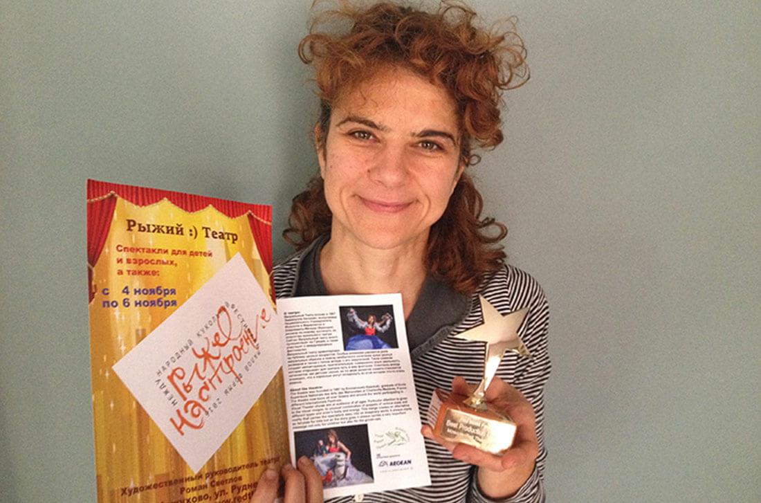 Η Εμμανουέλα Καποκάκη με το βραβείο της